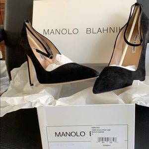 Manolo Blahnik BB Strap Black Suede Pump Size 41.